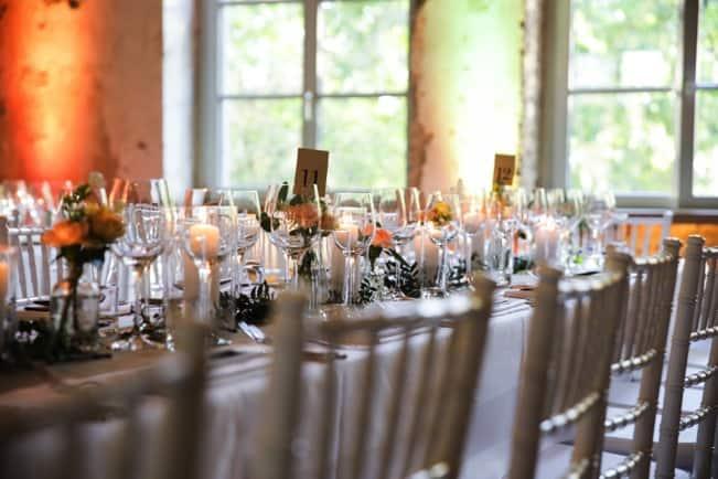 tisch und stuhl dekoration firmenfeier