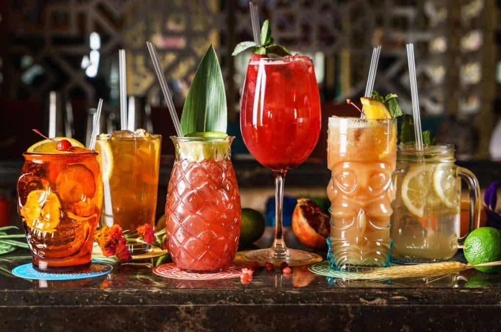 cocktails in bunten farben