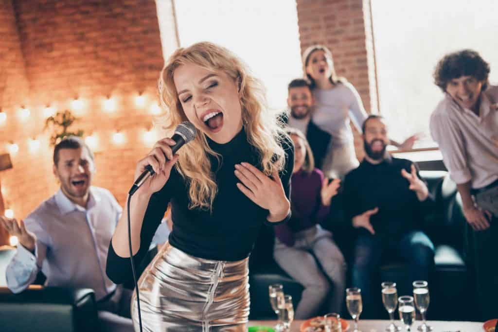 karaoke-singen-weihnachtsfeier-