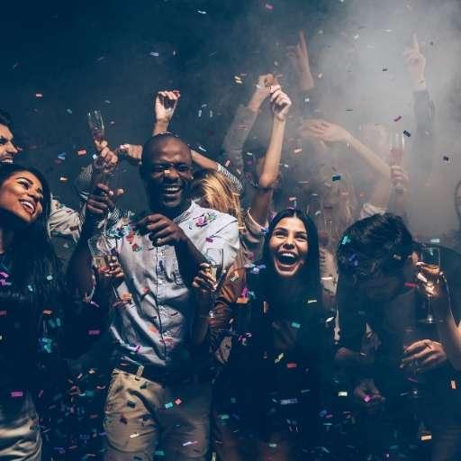Event-dj-bringt-alle-zum -tanzen