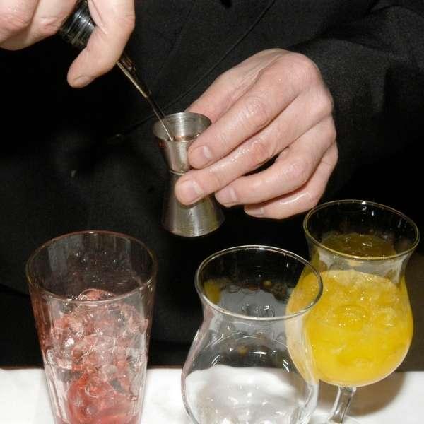cocktails-werden-gemixt