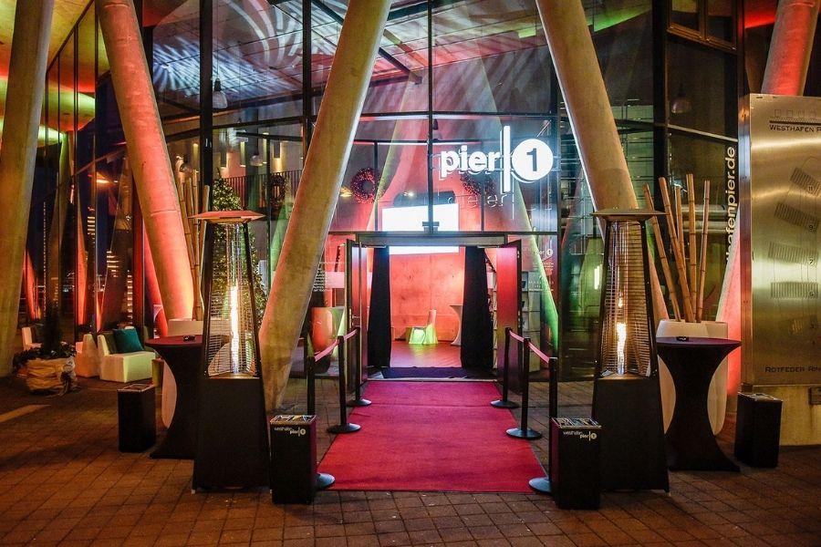 aussenbereich-westhafen-pier1-weihnachtsfeier-frankfurt
